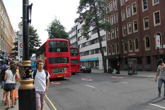 Park Plaza Sherlock Holmes London: Bus Stop