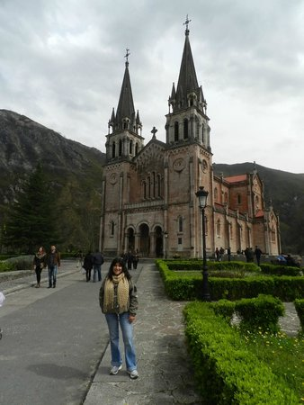 Hotel Granda: Cathedral in Covadonga