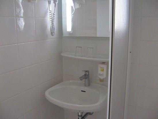 Hotel Turenne : salle de bains