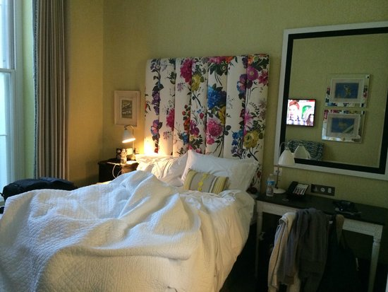 Dorset Square Hotel : Comfy-bed in small, cosy-sized room