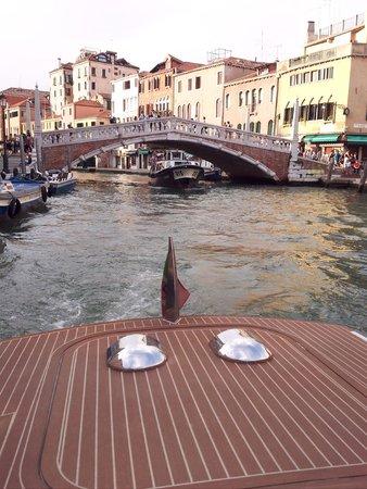 Canal Grande: Grand Canal. Bateau taxi. Aout 2014