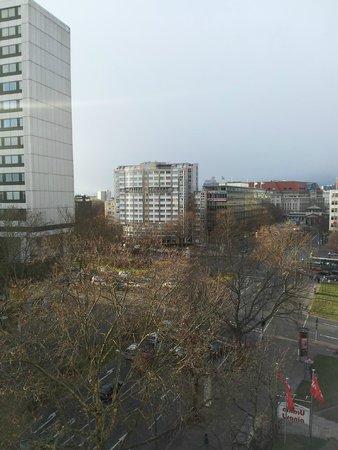 Ivbergs Premium: Вид на Kleiststraße из коридора отеля.
