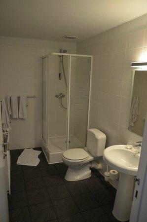 Leonardo Hotel Antwerpen: ванная комната