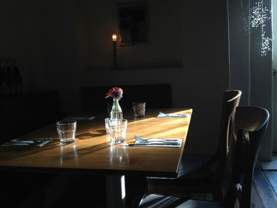 The Love Apple : Lovely environment to enjoy a meal.