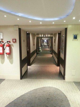 Novotel Geneve Centre : 6th floor corridor