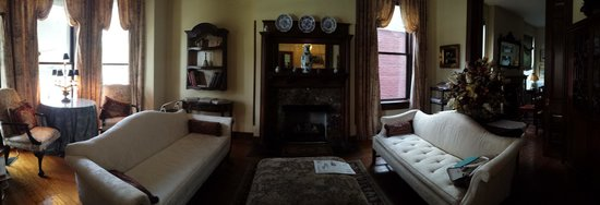 Freemason Inn Bed & Breakfast: Living Room