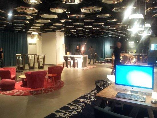 Swissotel Zurich: Reception Lobby