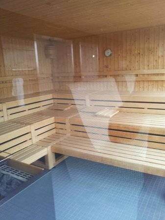 Swissotel Zurich: Sauna and me in the reflection :)