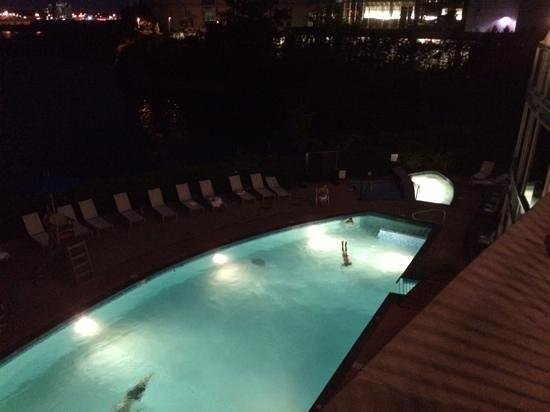 Hilton Lac-Leamy: outdoor pool. (View from Arôme)