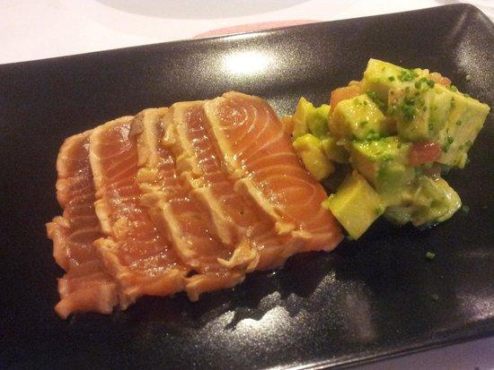 Bambarol: Marinated Salmon with avocado