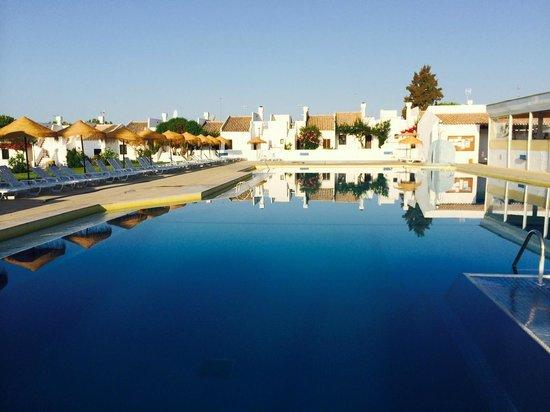 Pedras da Rainha : Pool first thing in the morning