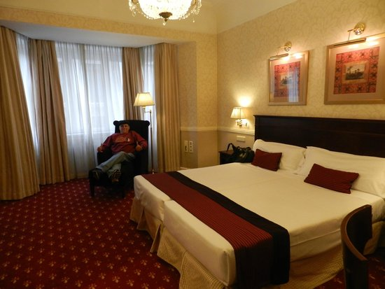 Emperador Hotel Madrid: Our Spacious Hotel Room