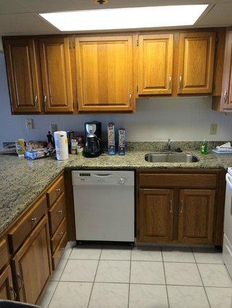Marigot Beach Suites: Kitchen