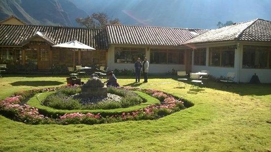 Hotel La Casona De Yucay Valle Sagrado : Vista externa del comedor y de la zona de recpción.