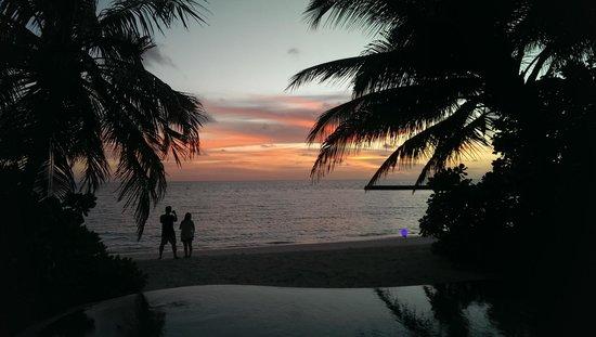 Veligandu Island Resort & Spa: Sunset at Veligandu