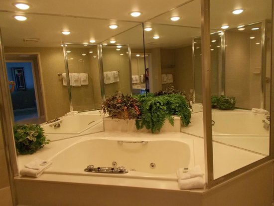 Room 1703 Awesome Giant Tub Picture Of Ocean Reef Resort Myrtle Beach Tripadvisor