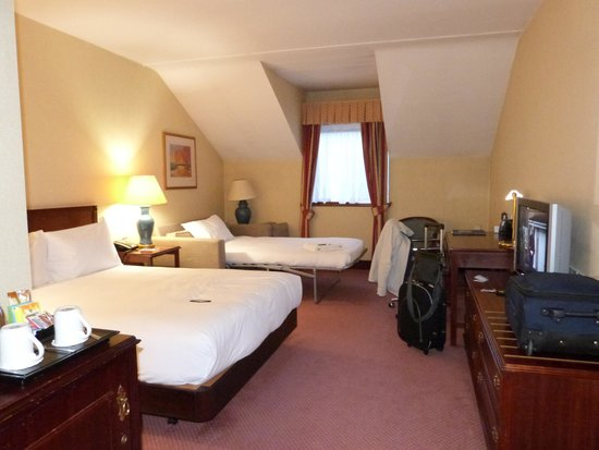 Hilton East Midlands Airport : large, clean rooms