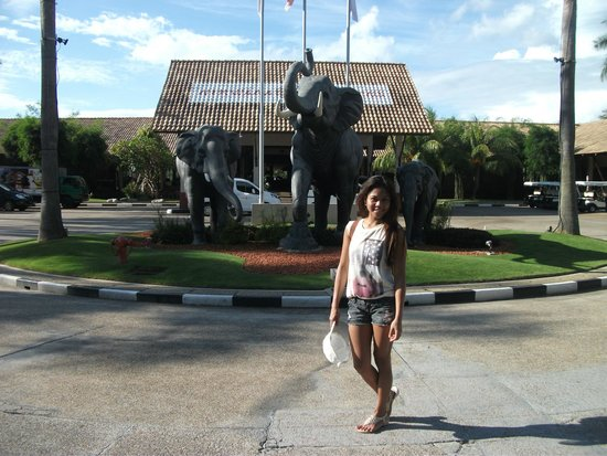Nirwana Gardens - Nirwana Beach Club: Infront of Nirwana Hotel