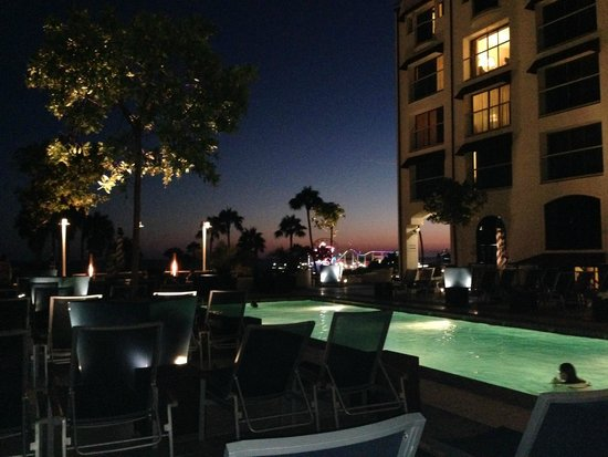 Loews Santa Monica Beach Hotel: Final de tarde na piscina do hotel