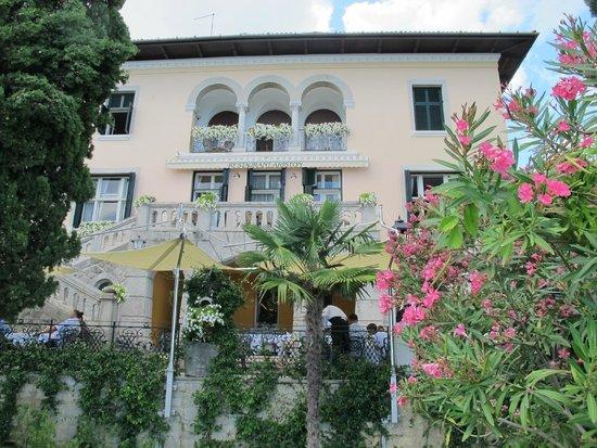 Hotel Villa Ariston: vue partielle à partir du jardin