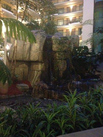Embassy Suites by Hilton Miami - International Airport: Garden in Atrium area