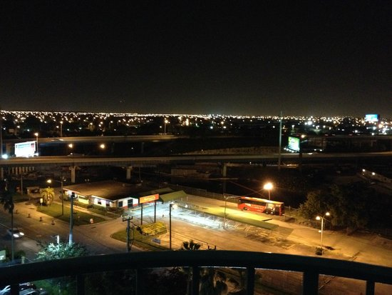 Embassy Suites by Hilton Miami - International Airport: View from our 10th floor balcony