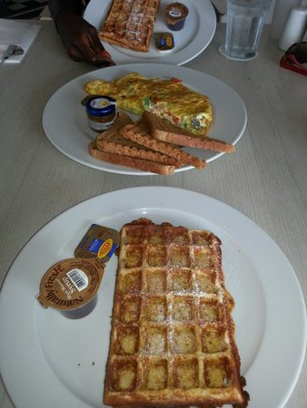 Taste of Belgium Restaurant: Waffle and omelette