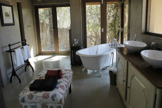 Thornybush Game Lodge: Bathroom