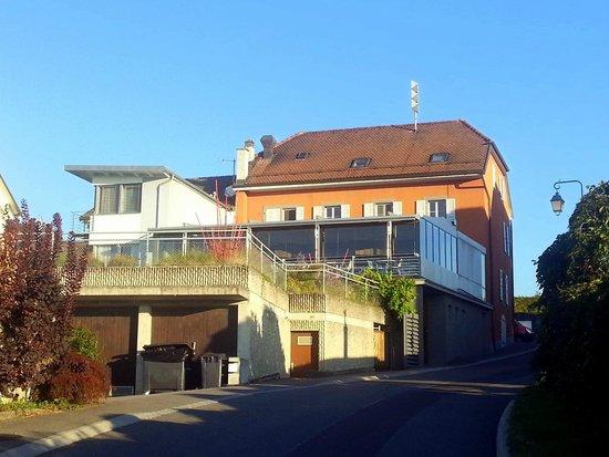 Hotel la Clef d'Or: Das Hotel von der Rückseite, mit verglaster Terrasse