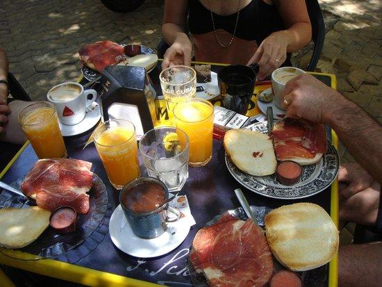 Casa Romana Hotel Boutique: GiganteBar (petit déj) sur la alameda de hercules