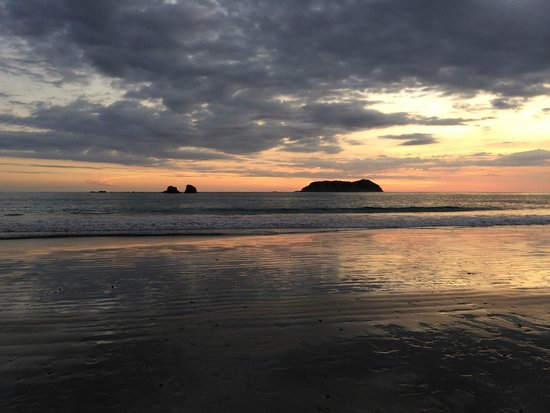 Pueblo Real : Beach in nearby Quepos at evening