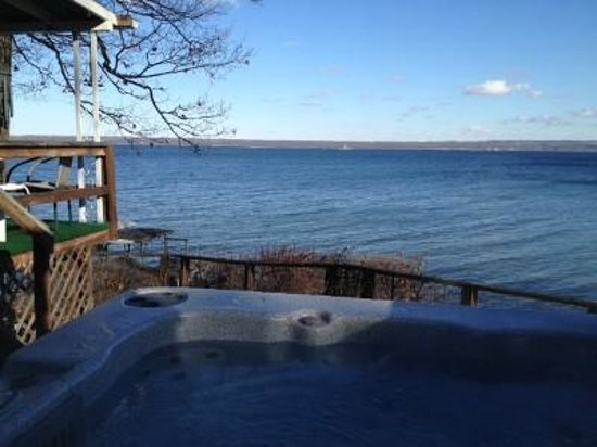 The Savannah House Inn: Hot tub view from our Arrowhead Beach Cottage