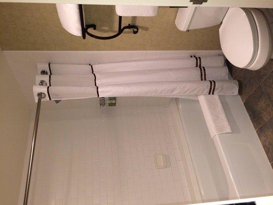 Vail Cascade Resort & Spa: Full size bathroom with bathtub
