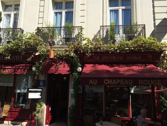 Au Chapeau Rouge: This is the exterior photo if the restaurant