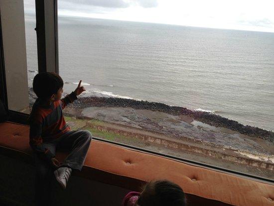 Taj Lands End : kids loved the view