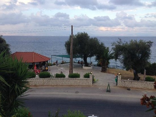 Aurora Hotel: Blick zur Strandbar