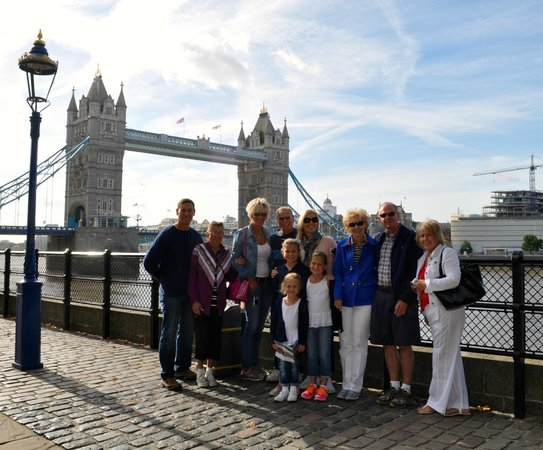 Yellow Moon Tours: Outside Tower of London (Tower Bridge)
