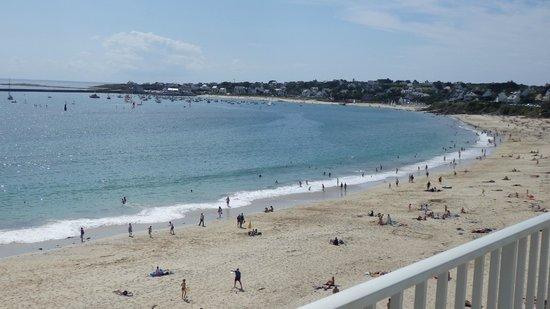 Hotel Au Roi Gradlon : La plage de Trescadec vue depuis notre terrasse