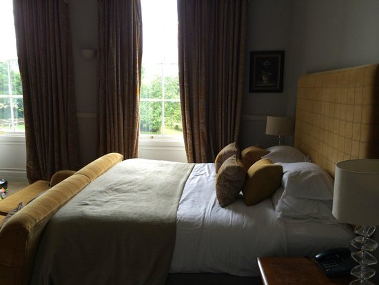 The Mount Somerset Hotel : Beautiful room, tall ceilings, large sash windows