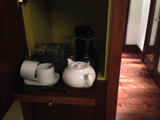 Fitzwilliam Hotel Dublin: Loved the coffee and tea service on a pull out cupboard in each room!