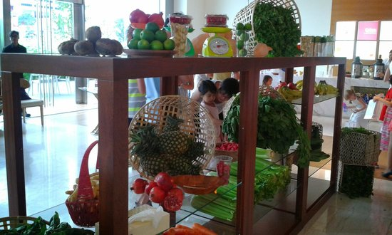 The Westin Singapore: at the hotel lobby for the fresh juice making activity