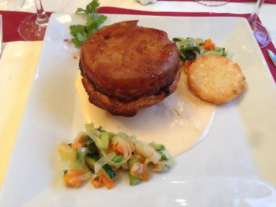 Le Petit Normand: Pork in an apple dough and cheese sauce