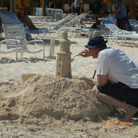 Curacao Marriott Beach Resort & Emerald Casino : Great sand for building castles
