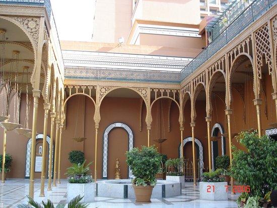 Cairo Marriott Hotel & Omar Khayyam Casino: Entrada do hotel
