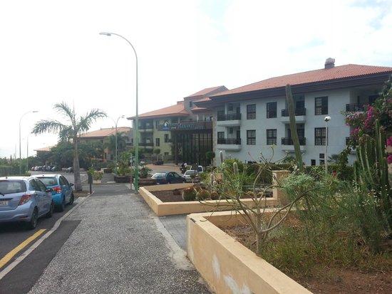 Hotel Diamante Suites: Hotel por fuera