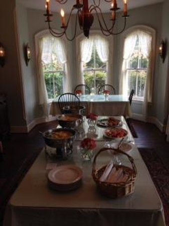 Mountain Magnolia Inn, Suites & Restaurant : Breakfast