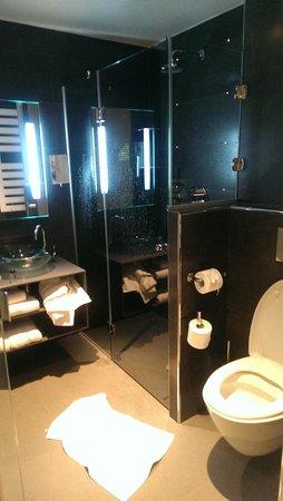 Lyric Hotel Paris : Salle de bain