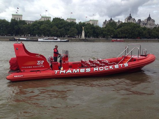 Thames Rockets: Speed Boat at the Thames.