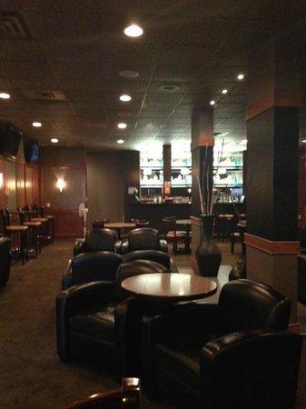 Prince Albert Inn : Lounge with good selection
