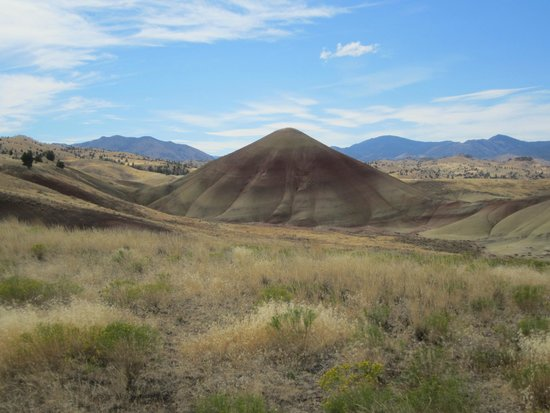 John Day Fossil Beds National Monument: More hills